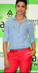 Deepika-Padukone-In-Red-Pants-At-Reliance-Store-tbwm-001