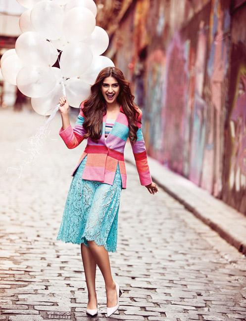 SonamKapoor_Culottes_Blazer_ShortSkirt_Fashion_VogueMagazine_Shoot