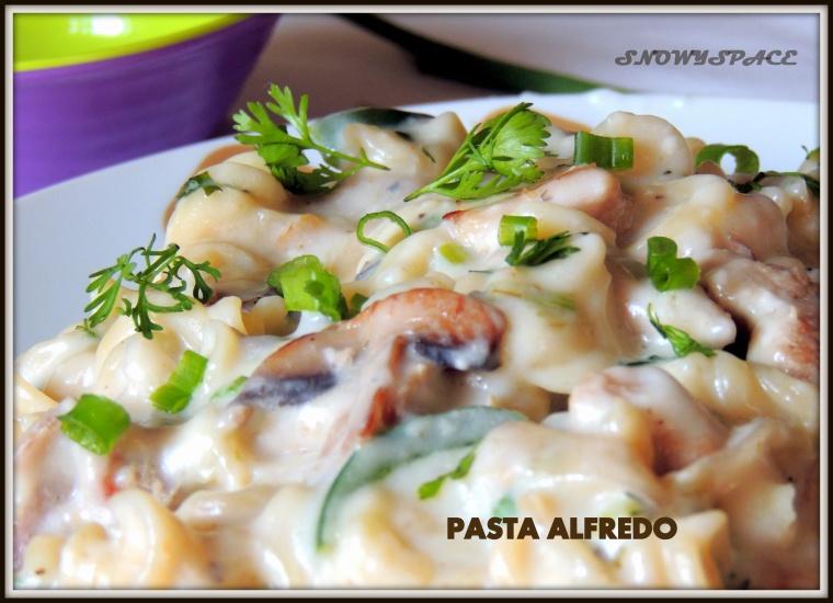 PastaAlfredo_ChickenMushtoom_WhiteSausePasta_Creamy_Cheese_Italian002
