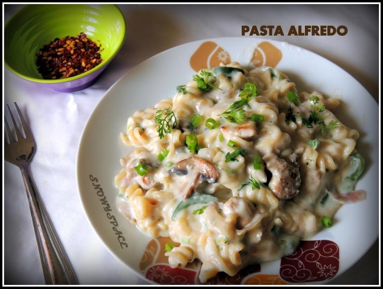 PastaAlfredo_ChickenMushtoom_WhiteSausePasta_Creamy_Cheese_Italian004