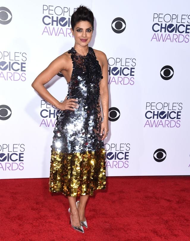 Priyanka-Chopra-Peoples-Choice-Awards-2016-Gold-Silver-Dress