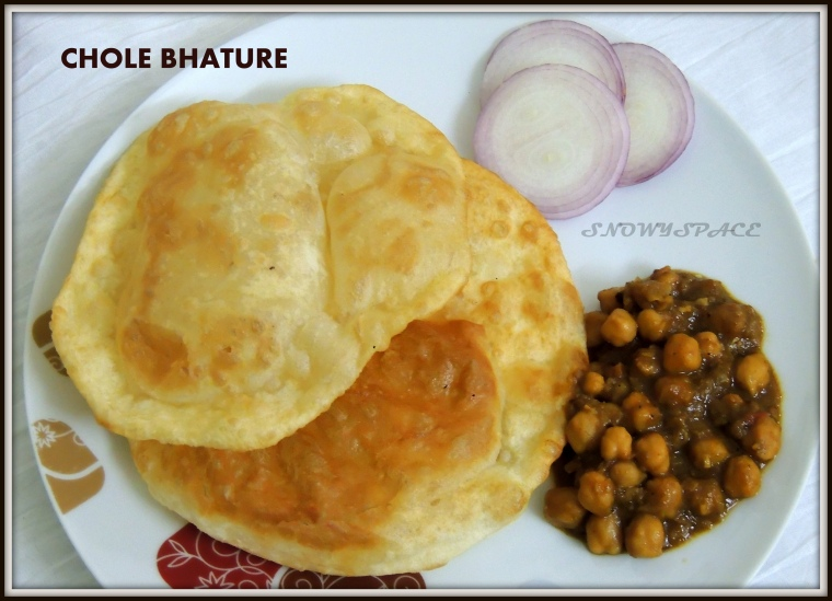 CholeBhature_ChannaMasala_WhiteCickpeasgravy_Recipe_005
